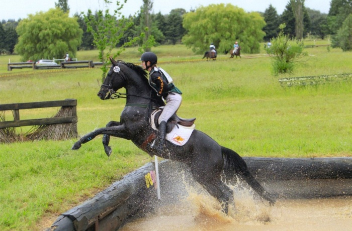 Crackberry Out of the Water Jump, Berrima